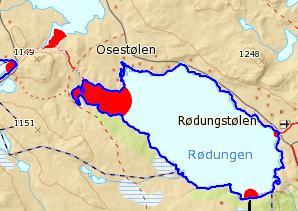Bildet viser et kartutsnitt fra iskart.no hvor man ser svekket is markert som røde områder, og oppsprukket is langs land som tykke blå streker.