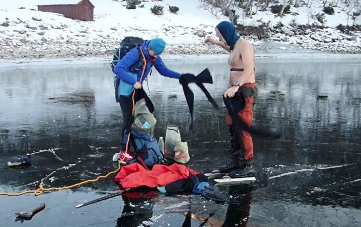 Bildet viser rask skifting etter et fall gjennom isen.