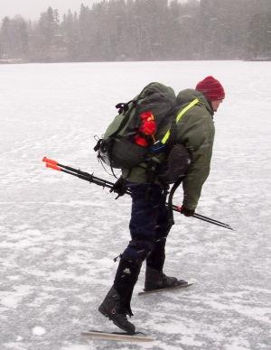 Bildet viser en montering av kastelinen med en reim man kan nå om man faller gjennom isen.